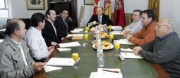 Momento del desayuno de trabajo del presidente de la Diputación y los ediles de 6 municipios, el pasado jueves 13 de marzo.