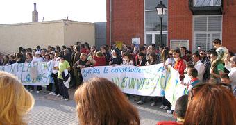 Manifestación en la Plaza Mayor de Velascálvaro en contra de la instalación de la planta de lodos, el pasado 1 de marzo.