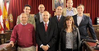 Ediles de la zona sur de la provincia asistentes al desayuno de trabajo con el presidente de la Diputación, Ramiro Ruiz Medrano y la diputada provincial Virginia Serrano.