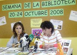 Silvia Pérez (dcha.) durante la Rueda de Prensa