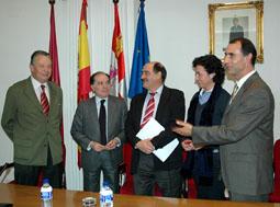 Fernández, Villanueva, Martín y Antón después de la firma del convenio para el desarrollo del Centro Especial.